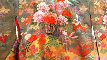 Motif Kimono Jepang Kiku