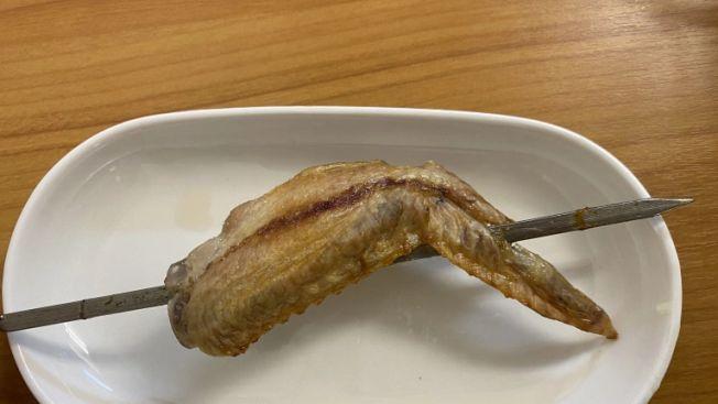 Sayap ayam dengan Homemade Yakitori Maker 2. (soranews24.com)