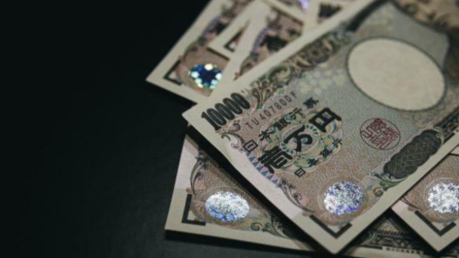 Ilustrasi uang yang diberikan kepada mahasiswa. (pakutaso.com)
