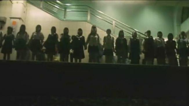Potongan adegan dalam Suicide Club (kompasiana.com)
