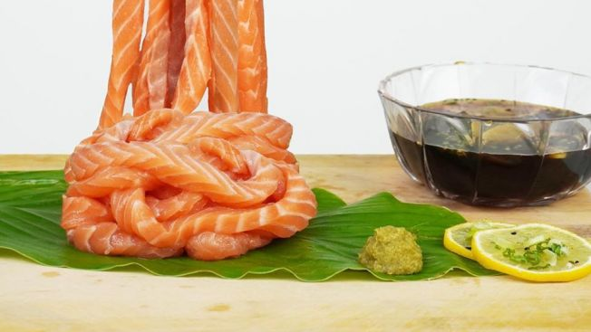 makanan unik Jepang Sashimi Salmon Ramen