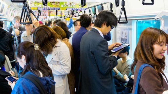 etika menaiki kereta Jepang japanesestation.com