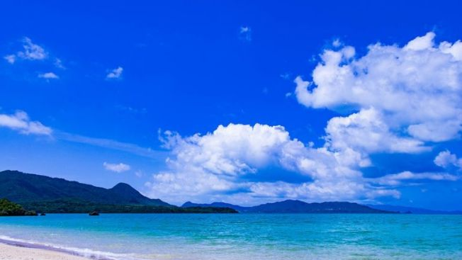 Pantai di Okinawa