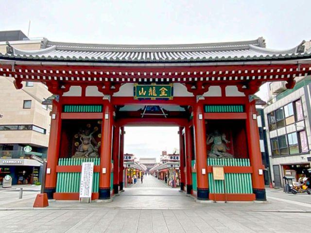 Keadaan gerbang Kaminarimon di Kuil Sensoji sebelum lentera baru dipasang. (soranews24.com)