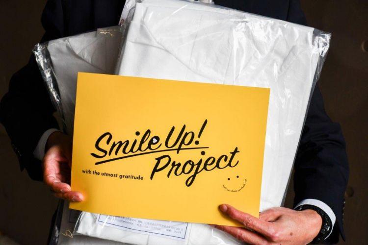 Smile Up! Project, proyek besutan Johnnys di mana suplai medis disumbangkan. (twitter: @TMDUniversity)