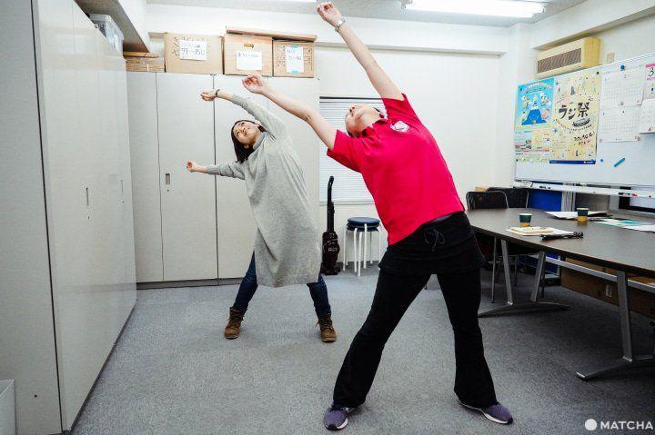 Gerakan memutar tubuh. (matcha-jp.com)