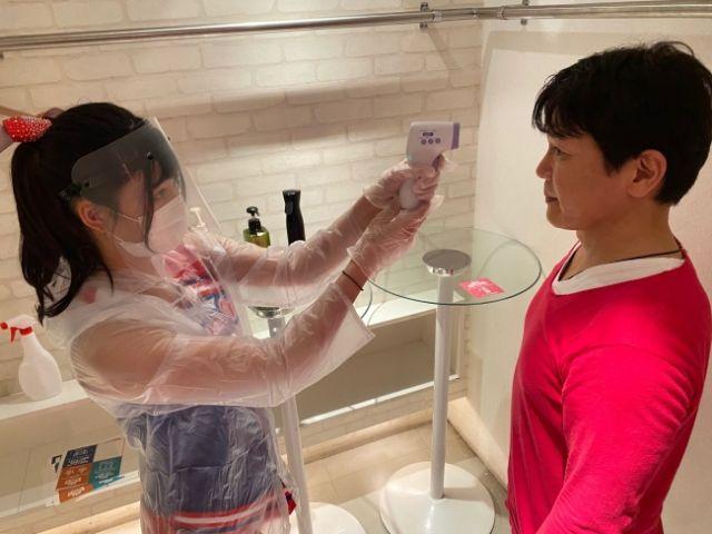 Mengukur suhu tubuh (soranews24.com)