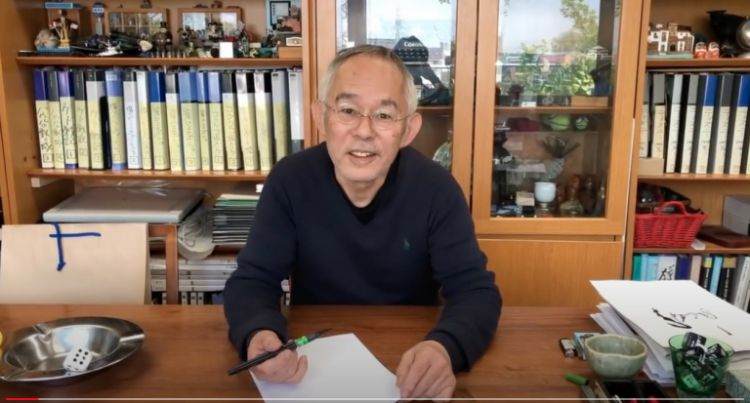 Toshio Suzuki memulai videonya. (soranews24.com)