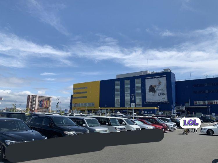 Tempat parkir Ikea Osaka yang penuh (twitter: @aki38mrilov)