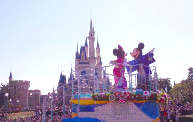 Parade di Tokyo Disneyland (soranews24.com)