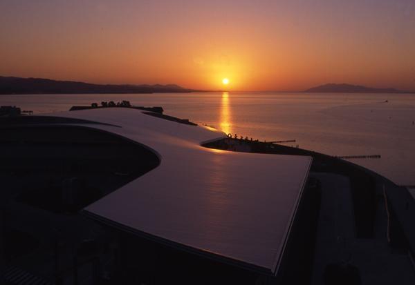 Matahari terbenam dari Shimane Art Museum (noctive.jp)