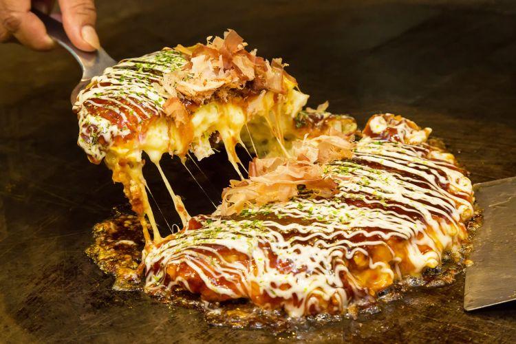 Okonomiyaki (insidekyoto.net)