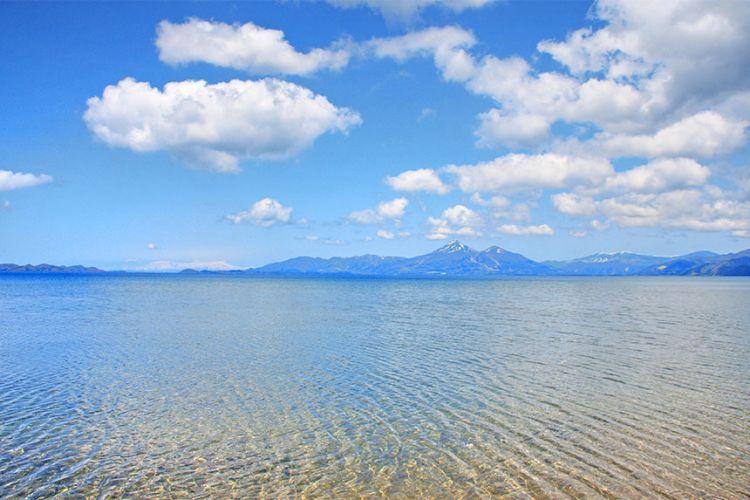 Lake Inawashiro pada musim panas (inawashiroko.jp)