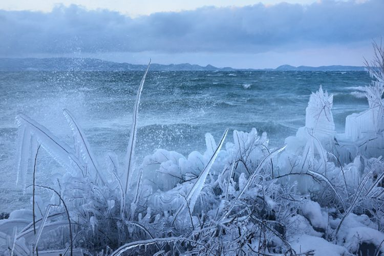 Lake Inawashiro pada musim dingin (ana-cooljapan.com)