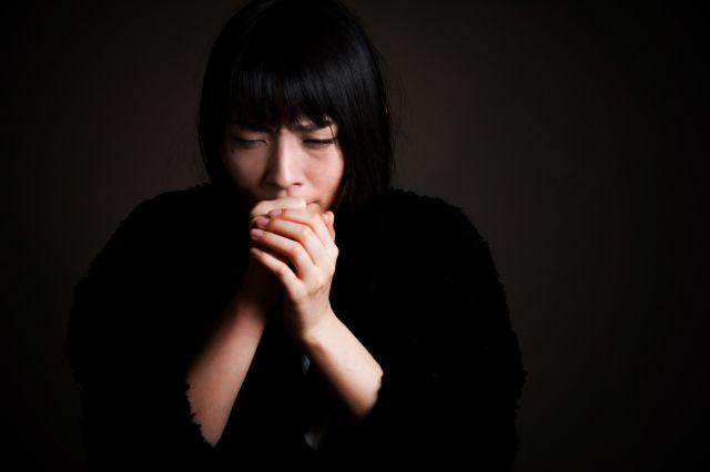 Menutup mulut saat batuk (soranews24.com)