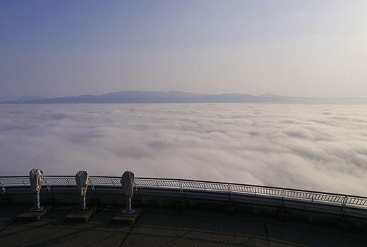 Lautan awan di Gunung Hakodate (hakodate.travel)