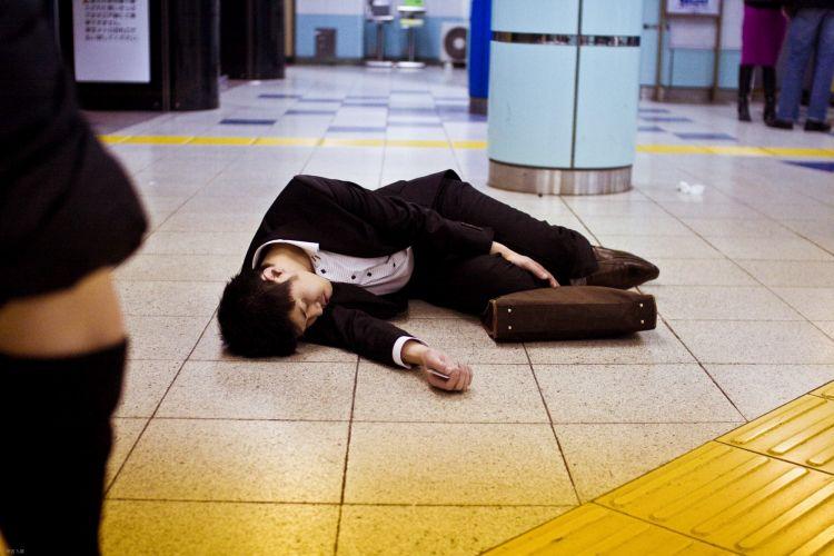 Salaryman Jepang sisi gelap japanesestation.com