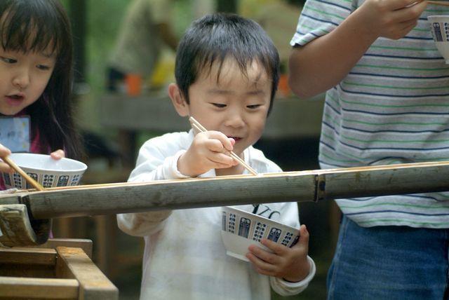 tradisi unik Jepang nagashi somen japanesestation.com
