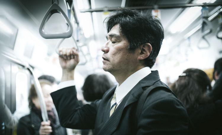 orang Jepang tidur di kereta japanesestation.com