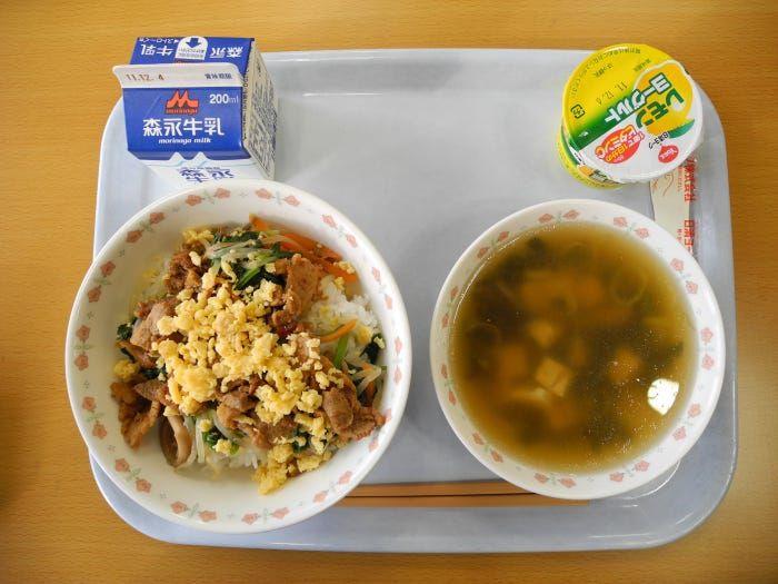 makan siang sekolah Jepang japanesestation.com