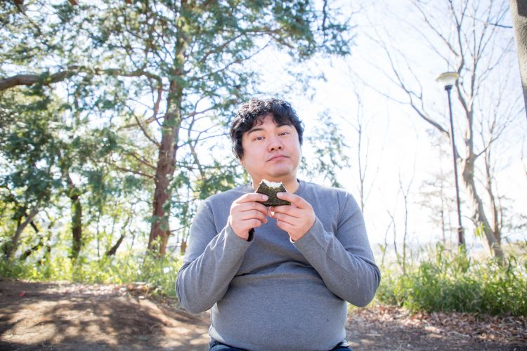 cara memakan onigiri japanesestation.com