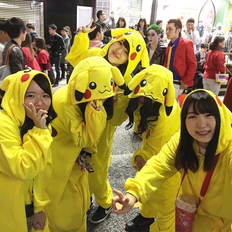 Kostum Pikachu