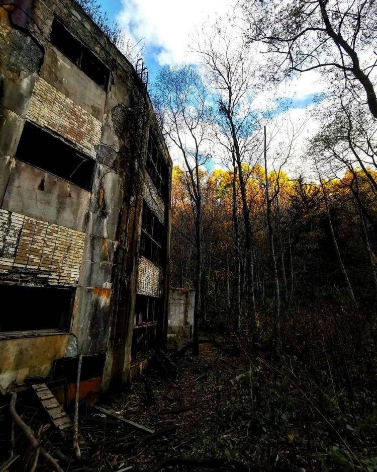 Reruntuhan Gedung Sekolah Bundar