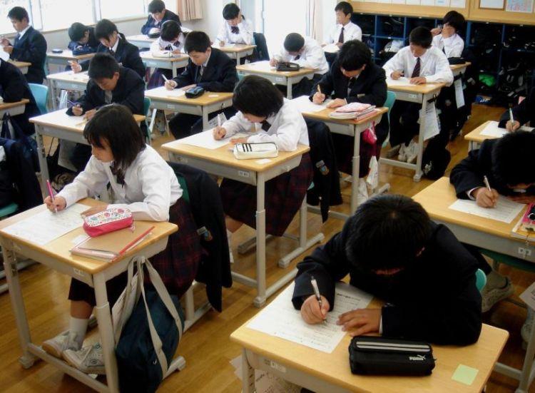 belajar di sekolah