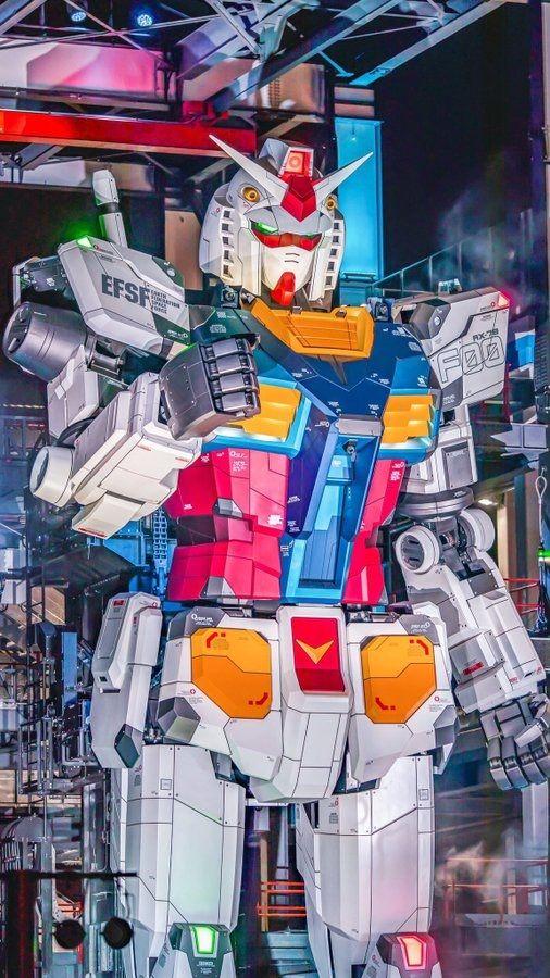Patung Gundam Raksasa