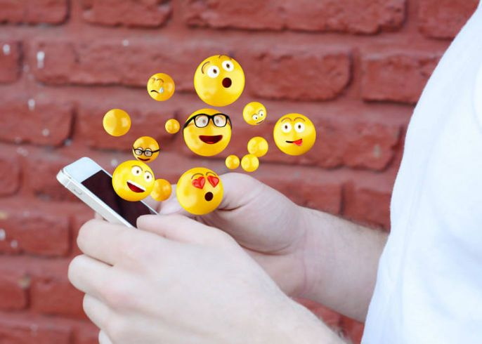bermain media sosial