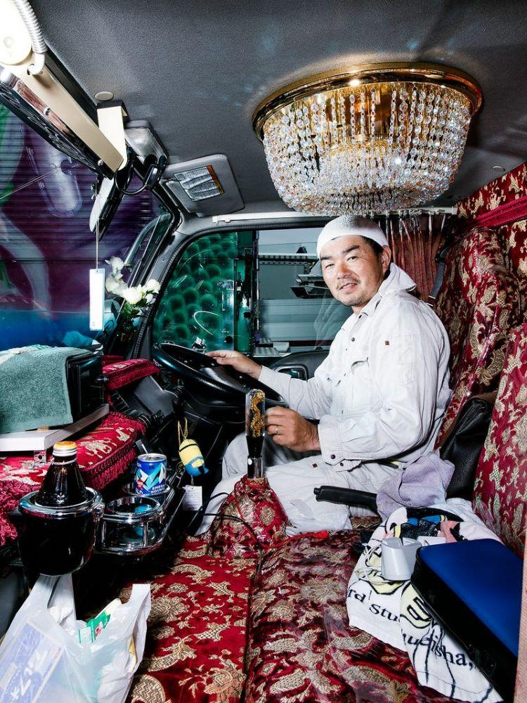 Bagian dalam truk dekotora