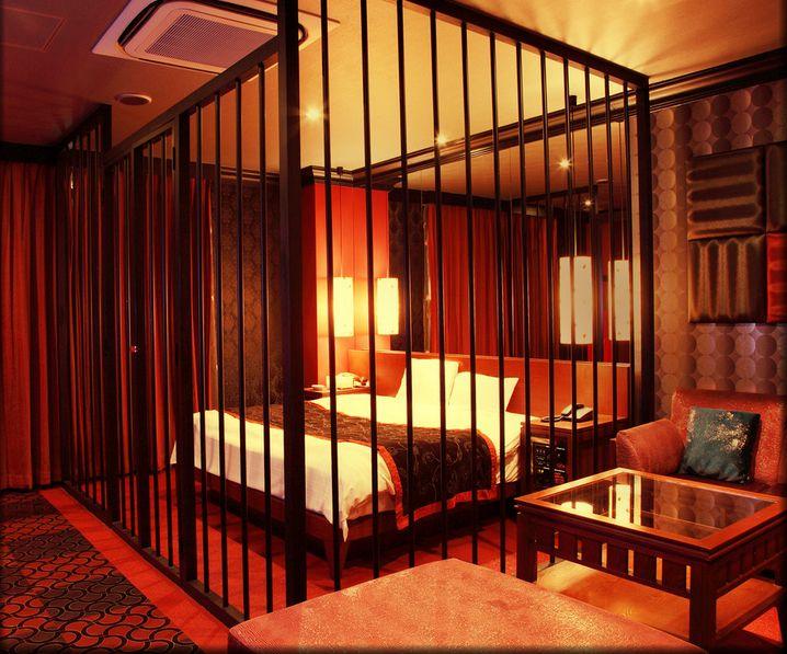 Love hotel bertema penjara