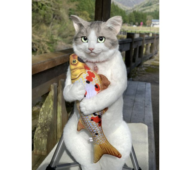 Tas kucing super realistis yang viral di Jepang