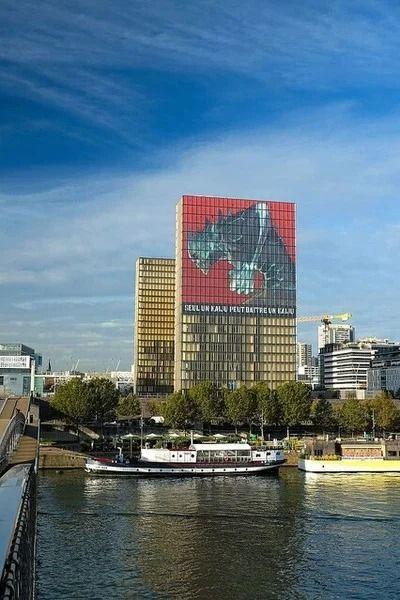 Mural Kaiju No.8 Terlihat Di Perpustakaan Nasional Prancis